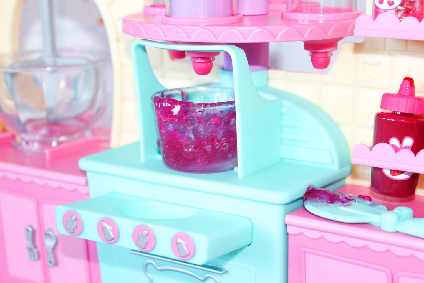 NumNomsSnackables Silly Shakes Maker Station