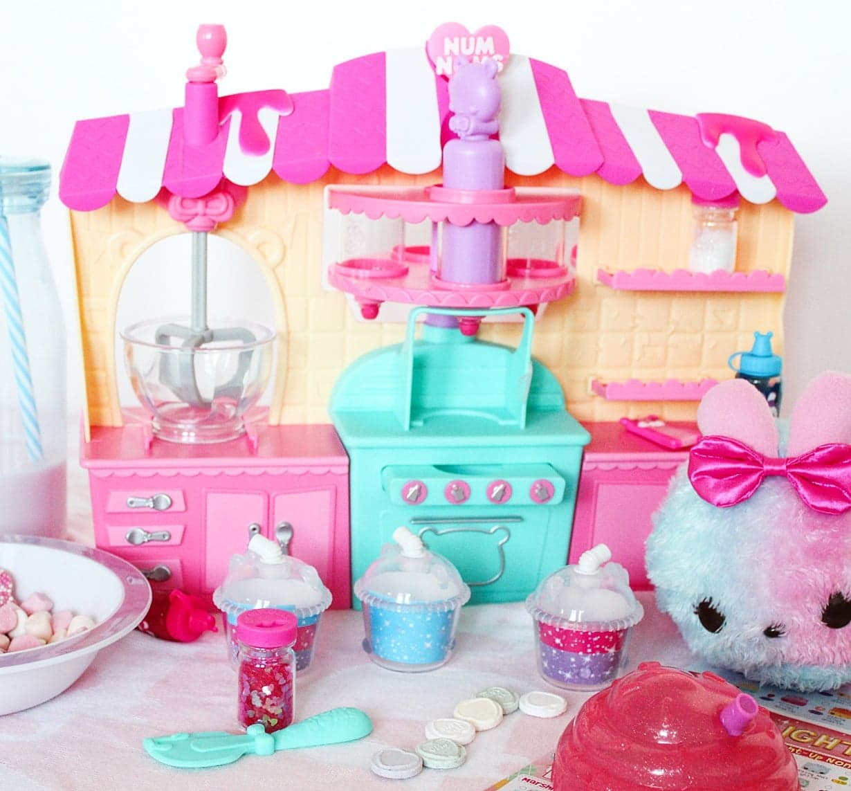 Num Noms Snackables Silly Shakes Maker Station